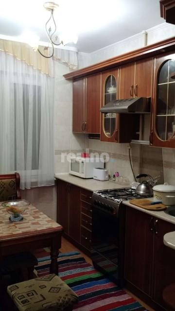 Квартира з добротним ремонтом та вмонтованими меблями
